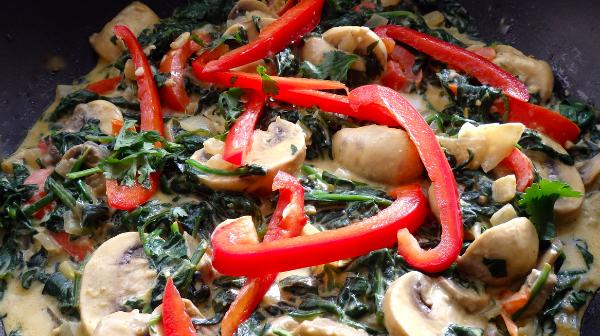 Mushroom and Bell Pepper Sauté with Arugula